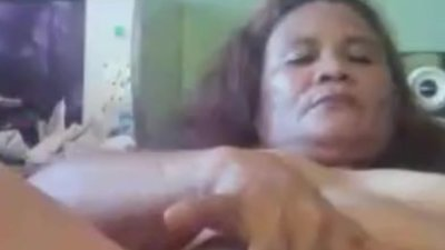 mature filipina mom showing..