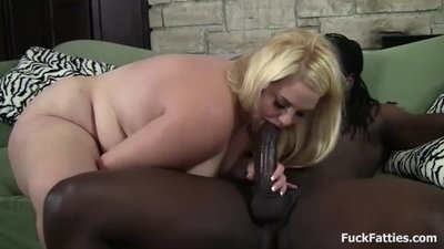 Pretty BBW Deep Sucking And..