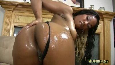 Sexy Ebony Oils Up for a..