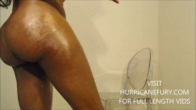 squirting: oiled phat ass..