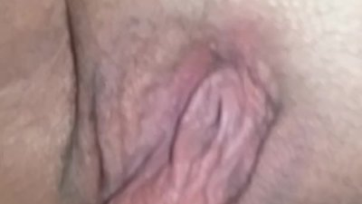 Pussy lips hanging/..